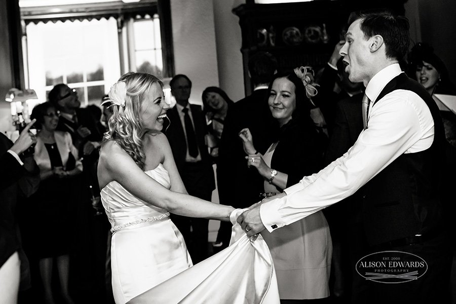 """First wedding dance – """"Hey, remember this?"""""""
