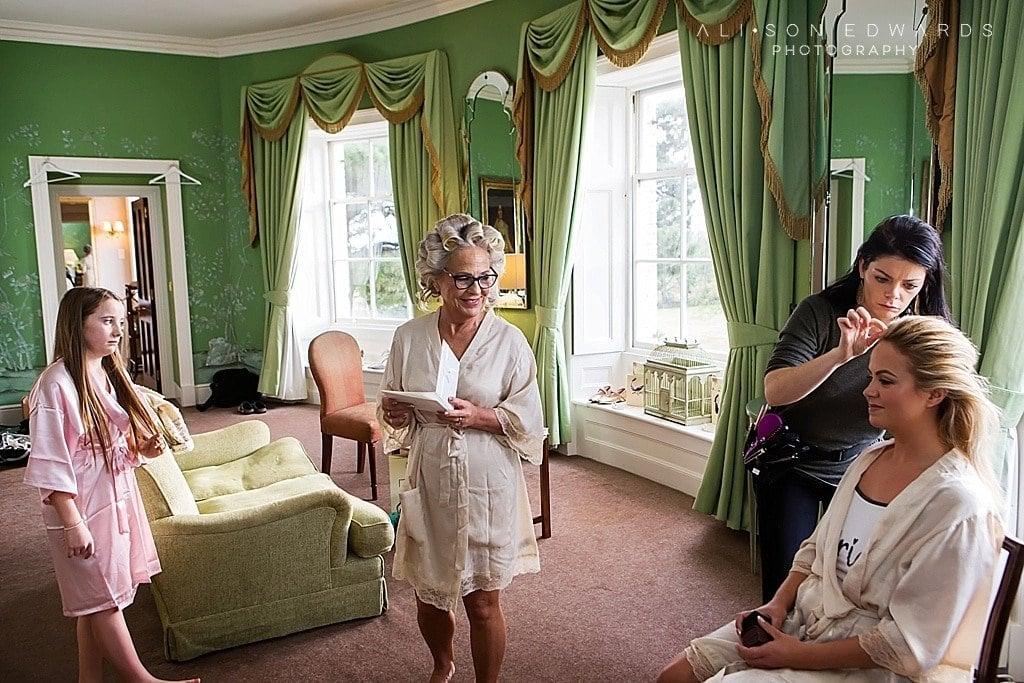 bride's mum reading card