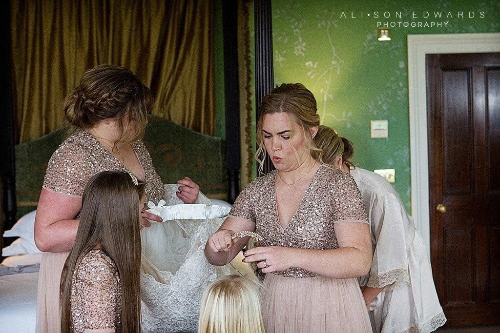 bridesmaid doing flower girl's hair