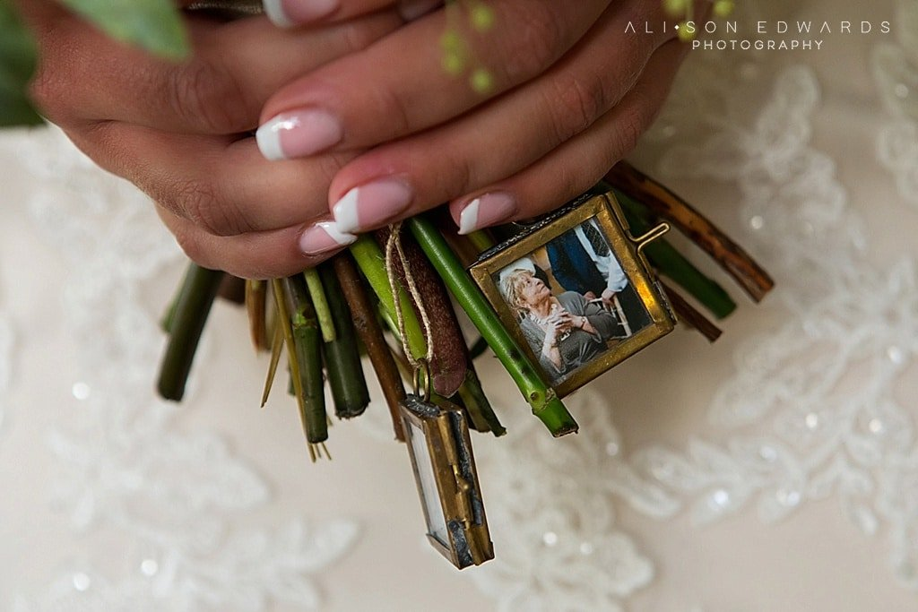photo on bride's bouquet