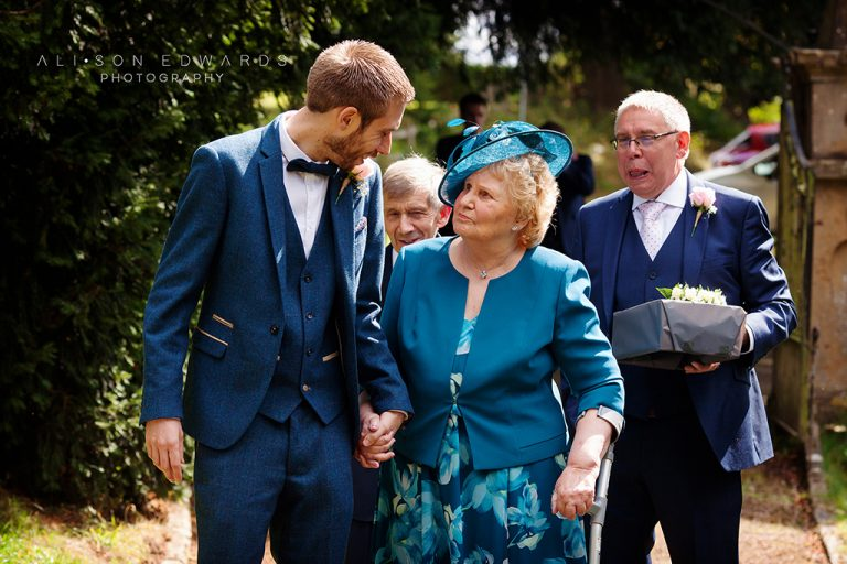 """Groom and grandma special moment – """"Hey, remember this?"""""""