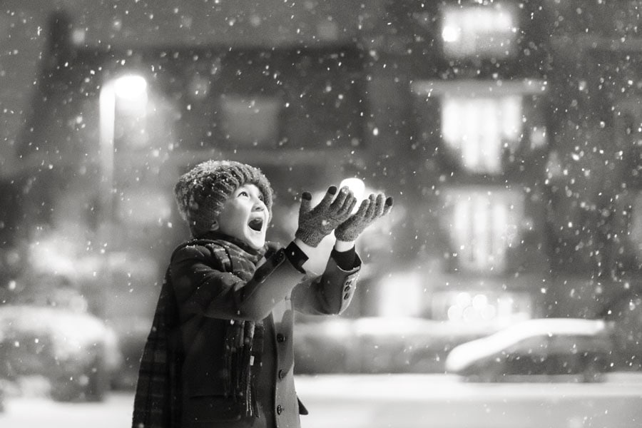 young boy catching snowflakes family photography hnottingham